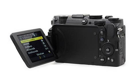 La cámara Nikon Coolpix P770 cuenta con una pantalla articulada