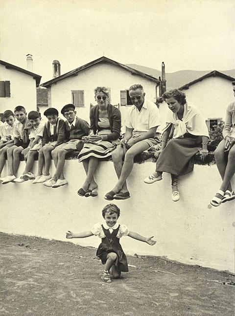 Imagen de Robert Capa realizada el año 1951 durante el Village Festival celebrado en el País Vasco Francés.  © Robert Capa / Magnum Photos