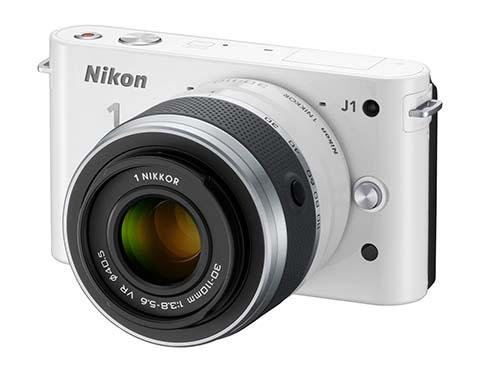 La Nikon 1 J1 fue la primera cámara sin espejo con objetivos intercambiables puesta a la venta por Nikon