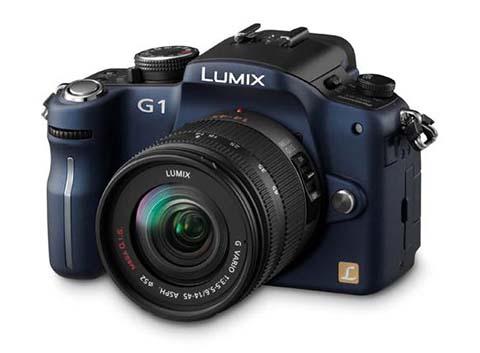 La Panasonic Lumix DMC-G1 fue la primera cámara sin espejo con objetivos intercambiables puesta a la venta por el fabricante Panasonic