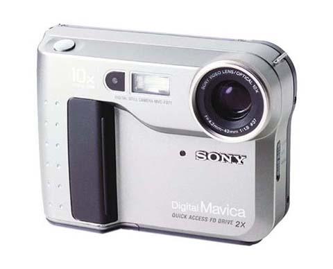 La Sony Mavica FD-71 fue la primera cámara compacta puesta a la venta por Sony