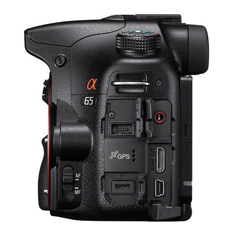 Detalle de los conectores de la cámara Sony SLT A65
