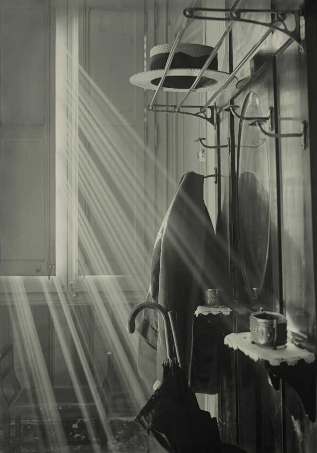 Antoni Arissa. Perchero y sombrero, 1930-1936.  Archivo Arissa. Fundación Telefónica.