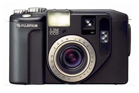 La Fujifilm DS-300 fue la primera cámara compacta puesta a la venta por Fujifilm