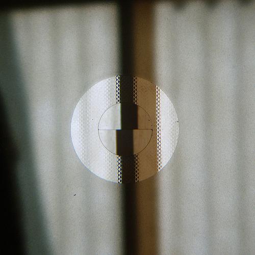 El círculo de imagen partida y el anillo de microprismas del visor, ayudan a realizar el enfoque manual