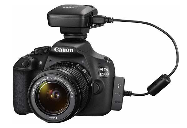 Canon EOS 1200D con el conector GPS que se puede adquirir de forma opcional